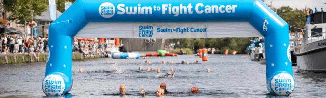De start van Swim to fight cancer